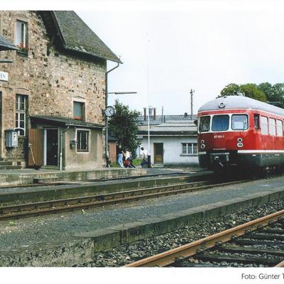 Im Jahr 1884 wurde die Eisenbahnstrecke  Altenkirchen - Siershahn - Engers eröffnet und  in Neitersen ein Bahnhof gebaut. Durch die Bahn  kam es in der Gemeinde zu einem wirtschaftlichen  Aufschwung. 1984 wurde der Personenverkehr  eingestellt. Zuletzt wurde die Strecke von der  Westerwaldbahn im Güterverkehr betrieben.